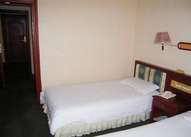 4张图片 | 上传图片 商户描述 推荐理由: 北京中俊酒店毗邻动物园